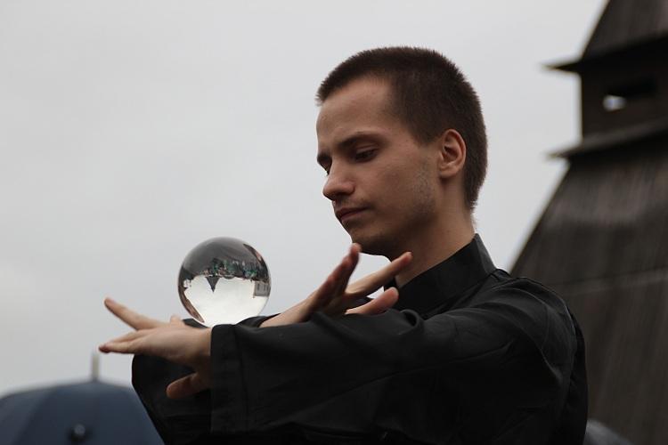 Контактное жонглирование